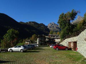 Parcheggio di Covarey a Champdepraz - Foto di Gian Mario Navillod.