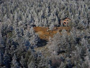 La miniera di Hérin dopo una nevicata primaverile - Foto di Gian Mario Navillod.