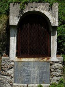 Edicola e targa commemorativa sul de Chaffières detto anche Ru de Vuillen/Vullien - Foto di Gian Mario Navillod.