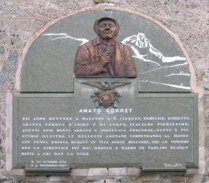 Targa dedicata all'Abbé Gorret, sacerdote, alpinista e penna finissima - Foto di Gian Mario Navillod.