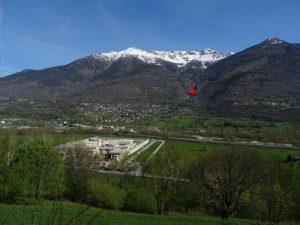 Il castello di Quart visto dal Ru du Seigneur di Brissogne - Foto di Gian Mario Navillod.