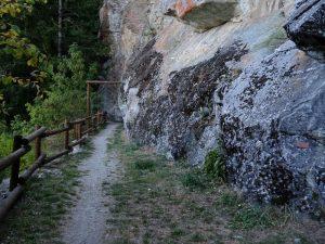Palestra di Roccia Joe Mazza lungo il Ru Neuf di Gignod - Foto di Gian Mario Navillod.