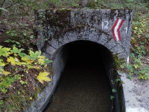 Tunnel del Ru Neuf di Gignod e confine tra il comuni di Entroubles e Gignod - Foto di Gian Mario Navillod.