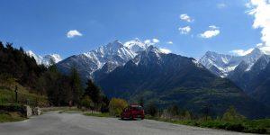 Parcheggio al Col d'Arlaz con vista sulla Becca Torché 3015 m - Foto di Gian Mario Navillod.