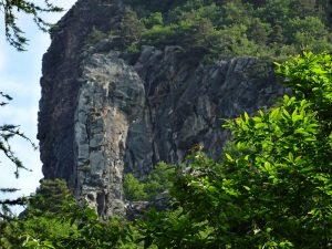 Il Flambeau d'Arlaz, una curiosa formazione geologica che gli antichi avrebbero dedicato a Priapo - Foto di Gian Mario Navillod.
