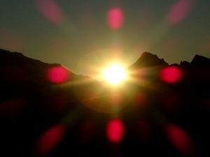 Il sorgere del sole visto dal Monte Zerbion 2722 m s. l. m. - Foto di Gian Mario Navillod.