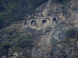Archi del Ru del Pan Perdu di Antey fotografati dal Ru des Gagneurs - Foto di Gian Mario Navillod.