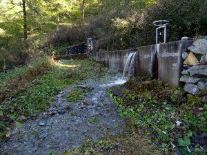 Presa del Ru Pilaz di La Magdeleine sul torrente Charey - Foto di Gian Mario Navillod.