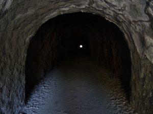Tunnel lungo il Ru Pompillard - Foto di Gian Mario Navillod.