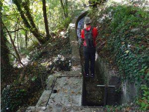 Scarico del Ru Pompillard nei pressi del castello di Quart - Foto di André Navillod.