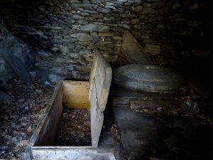 Interno del mulino di Verney lungo il Ru de l'Eau Sourde - Foto di Gian Mario Navillod.