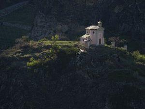 Santuario di Rochefort visto dal Ru de l'Eau Sourde - Foto di Gian Mario Navillod.