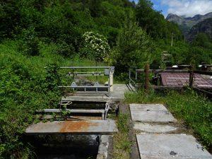 Le chiuse di distribuzione del Ru Herbal a La Torretta - Foto di Gian Mario Navillod.