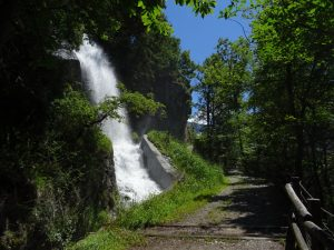 Il Peson d'Arlaz, la cascata del Ru d'Arlaz - Foto di GianIl Peson d'Arlaz, la cascata del Ru d'Arlaz - Foto di Gian Mario Navillod. Mario Navillod.