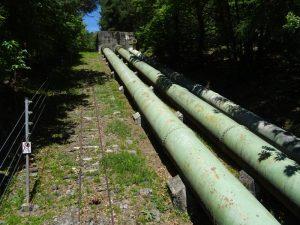 Le condotte forzate della centrale di Isollaz lungo il Ru Herbal - Foto di Gian Mario Navillod.