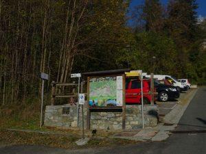 Parcheggio lungo il Ru de la Plaine o di Saint-Vincent - Foto di Gian Mario Navillod.