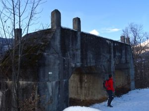 Ru Prévôt, il grande basamento in cemento armato - foto di Gian Mario Navillod.