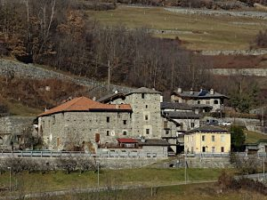 Villaggio e casaforte di Rhins visti dal Ru Prévôt - foto di Gian Mario Navillod.