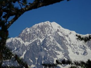 Il Monte Bianco visto dal Ru de Charbonnière - foto di Gian Mario Navillod.