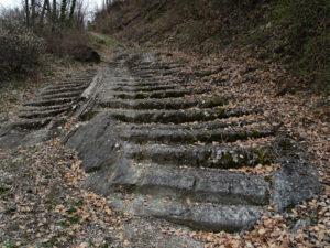 I gradini della mulattiera lungo il Ru Neuf a Jovençan - Foto di Gian Mario Navillod.