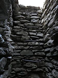 Pozzo della batteria in caverna della Linea Cadorna di Plan Puitz - foto di Gian Mario Navillod.